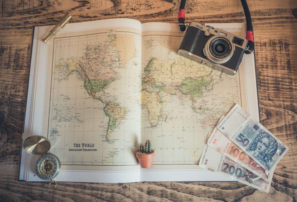世界地図やお金