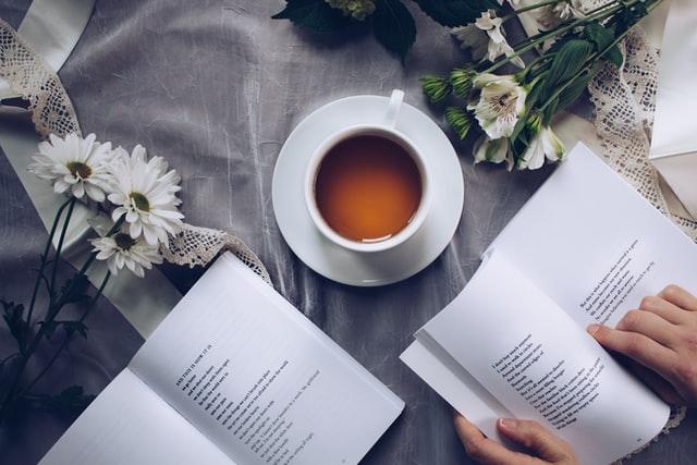 詩を読む人